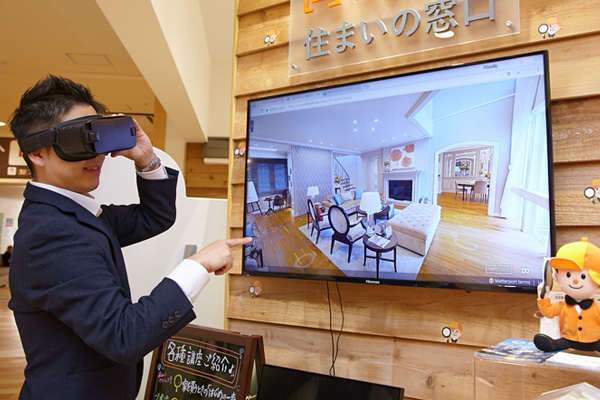 LIFULL HOME'Sの住まいの窓口には最先端技術「VR」が使用できる体験型のコンテンツも設置されています!